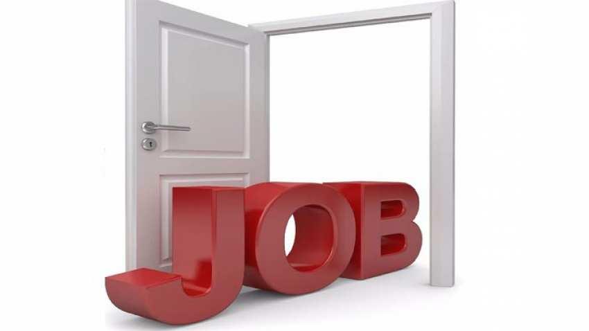 Photo of 7 डाक्टर और 450 इंजीनियर करेंगे चपरासी की नौकरी, ये है बेरोजगारी का आलम